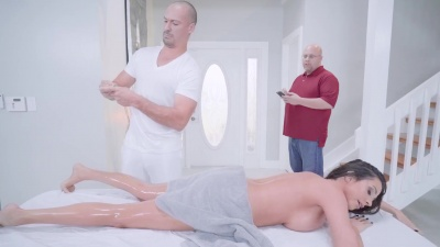 Ariella Ferrera gets oiled up & rubbed down by her masseur