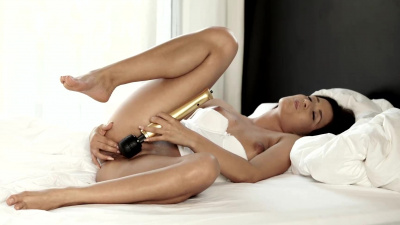 Cindy Loarn using a vibrator to reach screaming orgasm