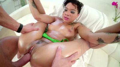 Mixed race Honey Gold slurps on & fucks a huge white dick