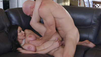 Delivery man fucks busty Kendra Lust in the living room