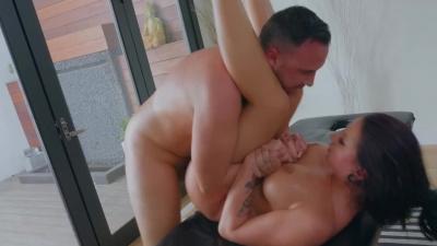 Gorgeous Jolee Love orders masseur to stuff her big, beautiful butt his big hard cock