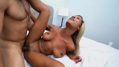 Sara Minx desperately needs a new cock
