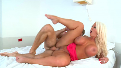 Mature bombshell Alura Jenson craving young dick