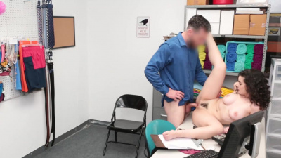 Thief Lyra Lockhart gets fucked by sheriff and creampie
