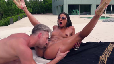 Tanned hottie Cassie Del Isla enjoys each inch of hard wood