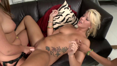 Hot Mercedes Lynn, Eva Cole and Kennedy Leigh have lesbian sex