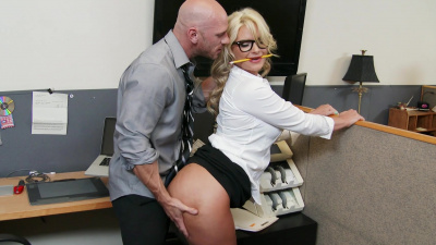 Boss lady Phoenix Marie motivates her employee with that fat ass