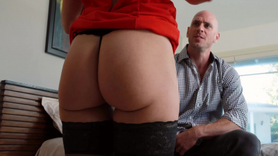 Fine ass cougar Brandi Love fucking bald porn legend