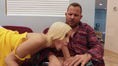Kiara Cole killing time by sucking dick at the clinic