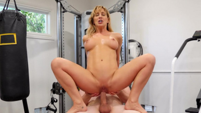 Cherie Deville seduces her training partner during their workout