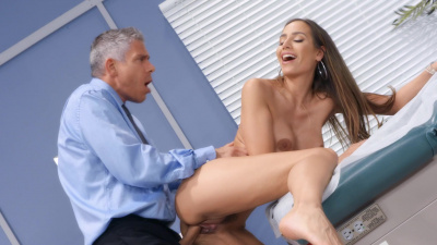 Desiree Dulce getting fucked by gynecologist