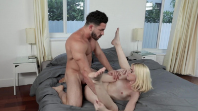 Blonde princess Jessie Saint cums on her boyfriend's cock