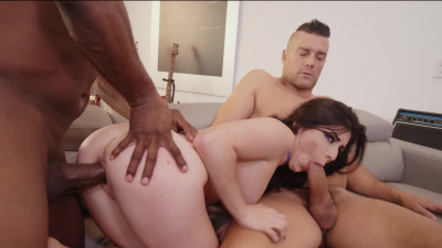 Young starlet Keira Croft double penetrated on the couch