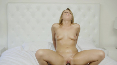 Zoey Monroe gives her pussy on a first date