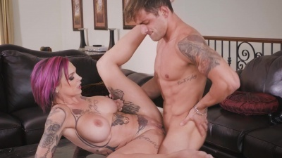Anna Bell Peaks bounces on stepson's cock then cleans it up with a bj